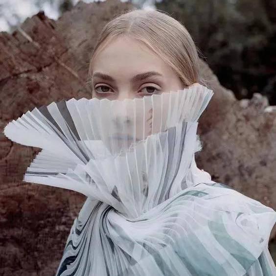 2021流行趋势 | 压褶工艺,让简单的布料变得不简单!
